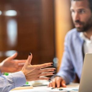 Vertriebsgespräch vor Ort beim Kunden